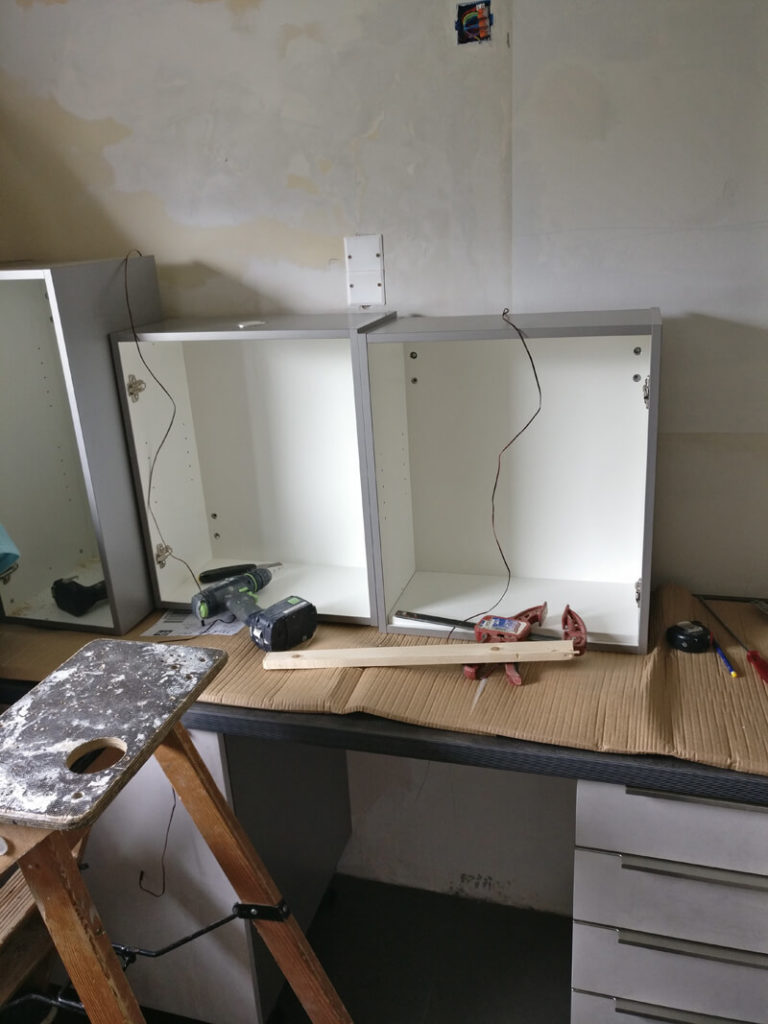 encore une nouvelle cuisine en cours de pose thonon ai cuisines. Black Bedroom Furniture Sets. Home Design Ideas