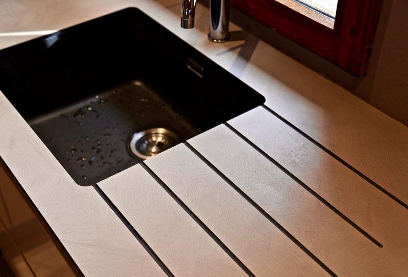 cuisine ouverte avec plan de travail stratifi compact ai cuisines thonon. Black Bedroom Furniture Sets. Home Design Ideas