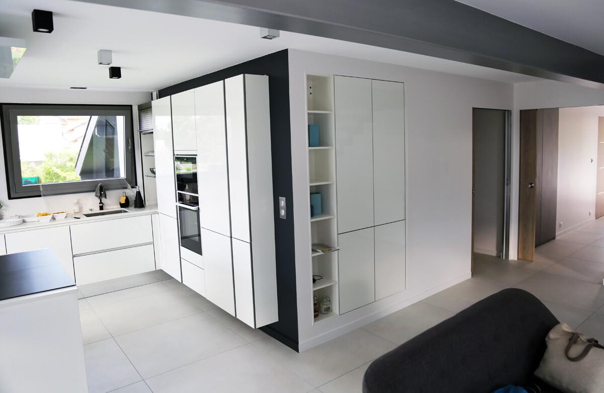 cuisine sans poign es dans une extension ai cuisines thonon. Black Bedroom Furniture Sets. Home Design Ideas