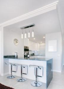 Quel luminaire dans une cuisine ai cuisines thonon - Quel rideau dans une cuisine ...