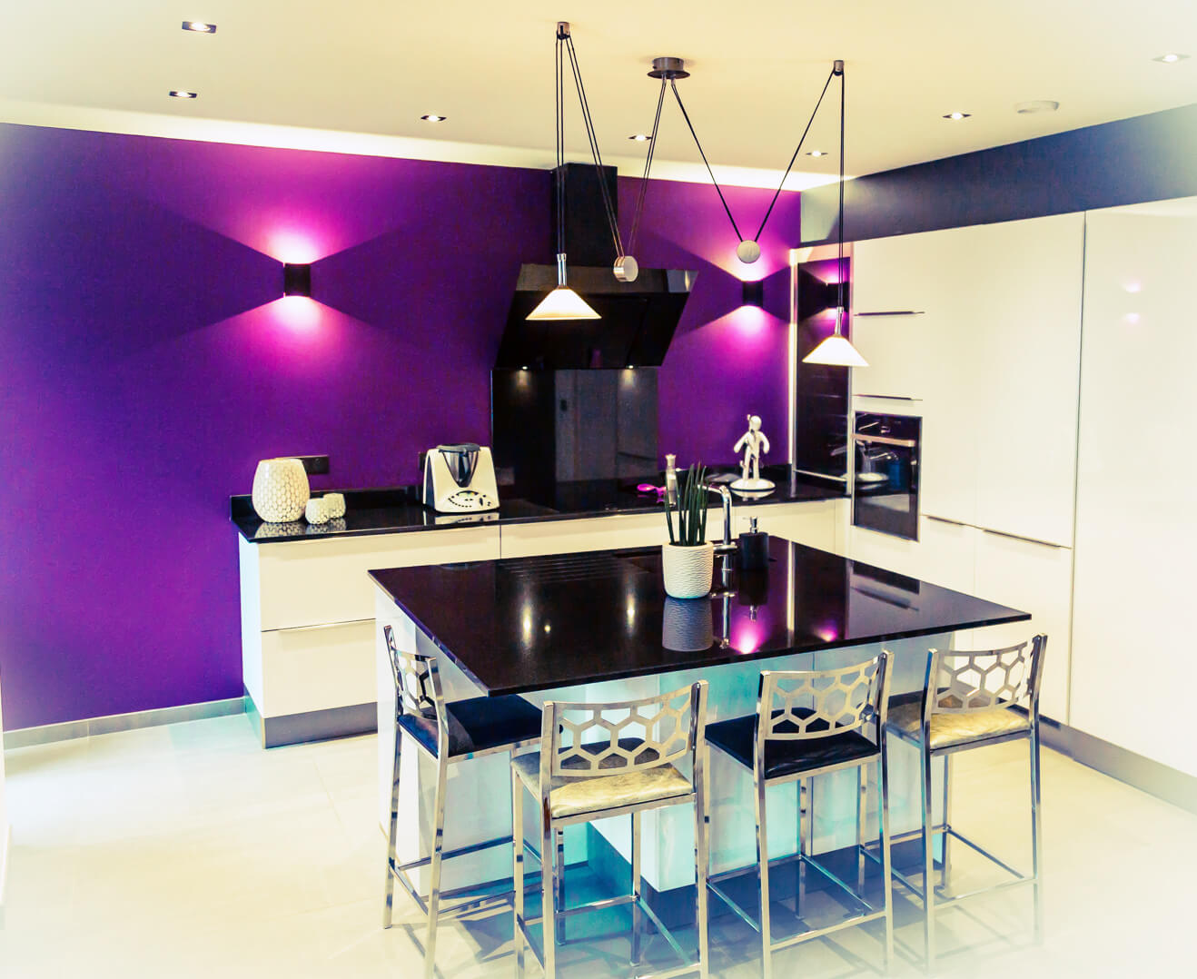 Cuisine Moderne Couleur Violet les couleurs vives réchauffent les cuisines | ai-cuisines thonon