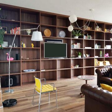 Une bibliothèque sur l'intégralité du mur